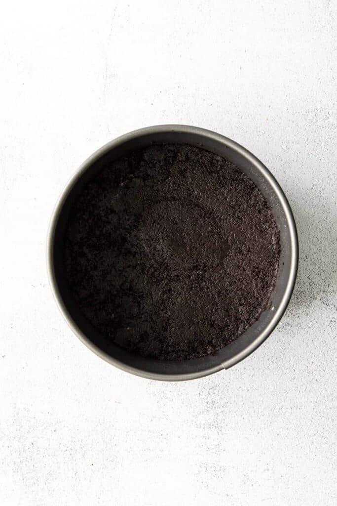 chocolate cheesecake crust in pan