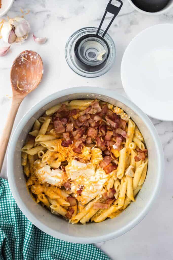 Chicken bacon ranch pasta in a pot.